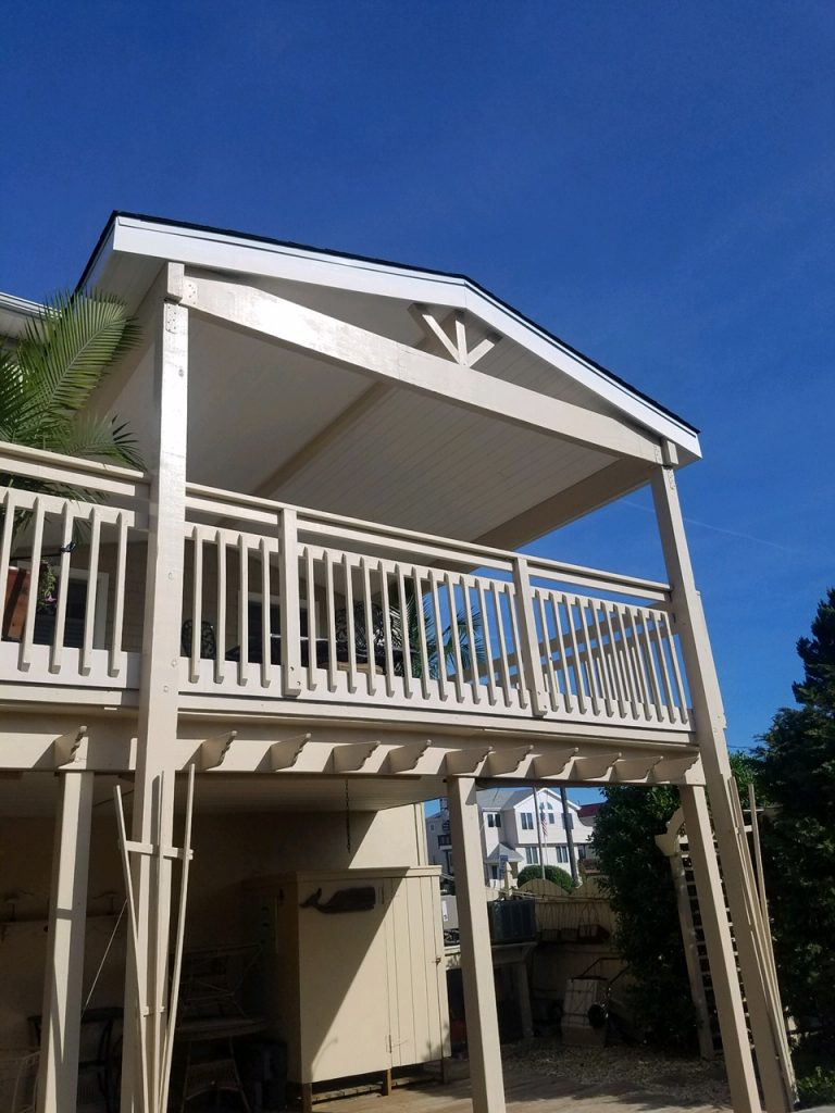 Read more about the article Beautiful covered porch in Ship Bottom